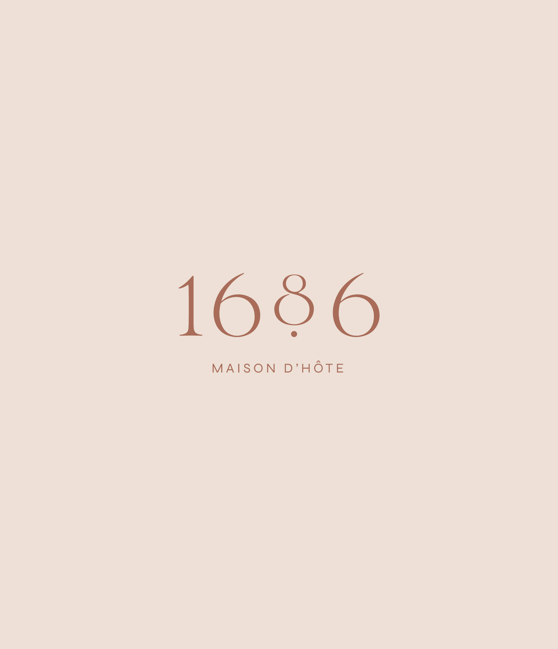1686 - logo principal en terracota sur fond beige/rose