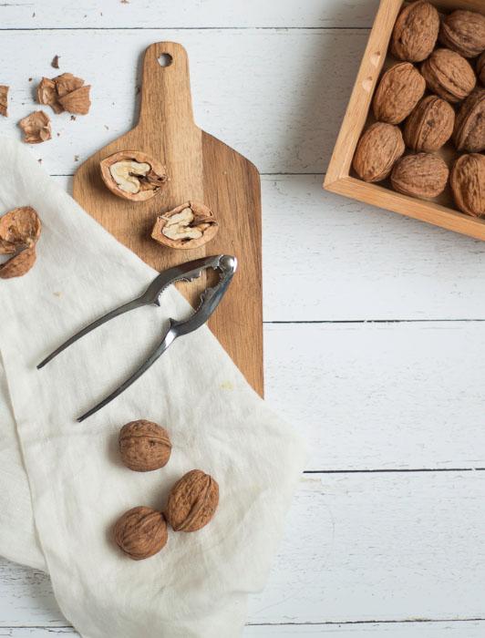 Photographie d'un casse-noix Livoo avec ingrédients